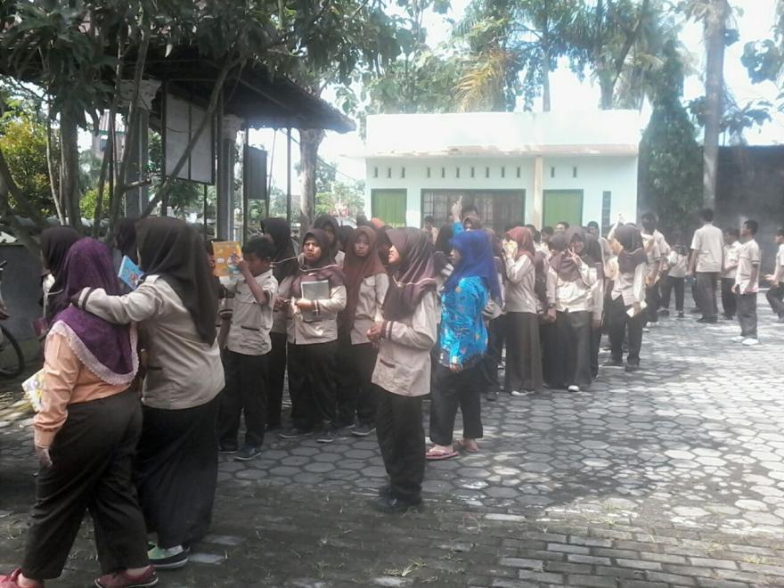 Image : Murid SLB Ma'arif Pucungrejo datangi Kantor Desa